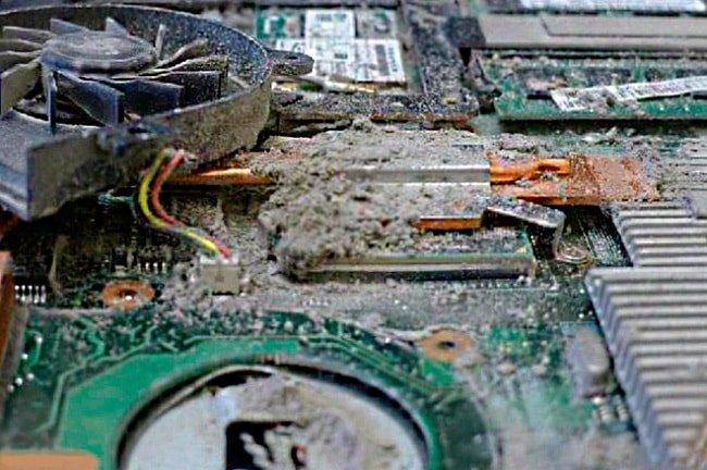 Как правильно почистить ноутбук от пыли в домашних условиях 640